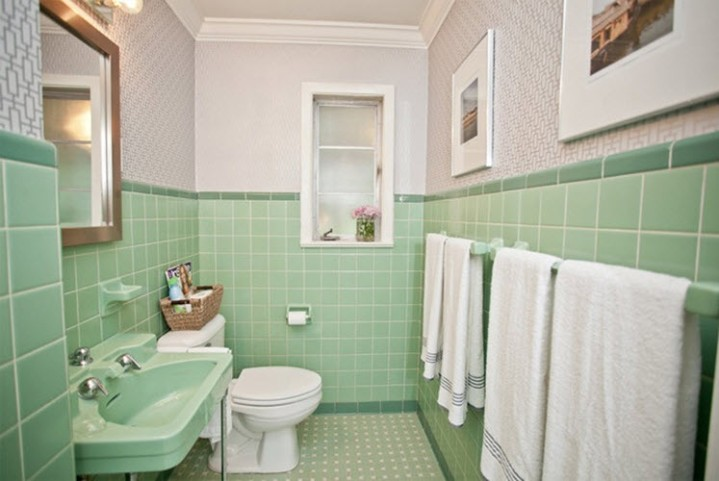 1950s bathroom featuring Mint Green tiles